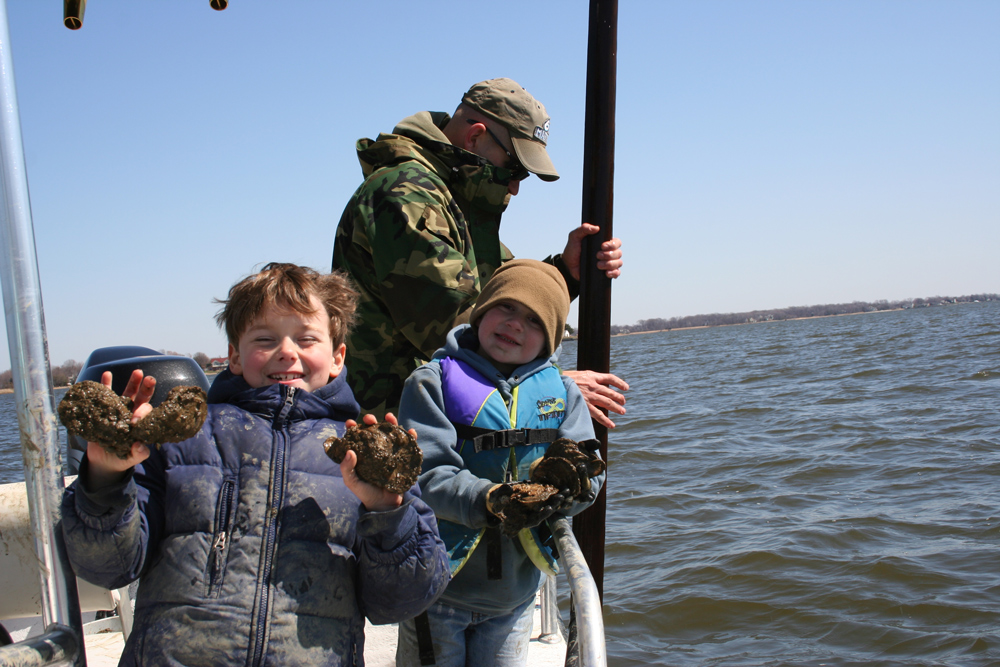 recreational oyster tonging in chesapeake bay